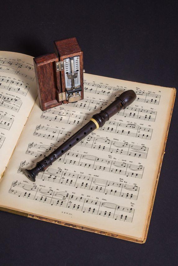 book-composition-flute-221563